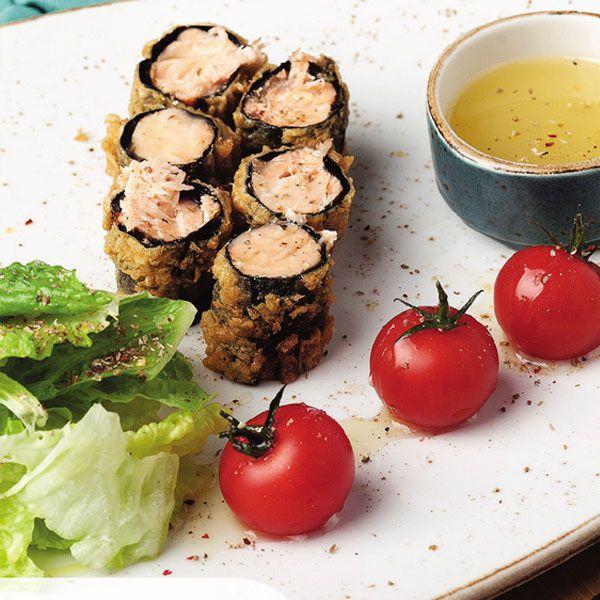 Теплый салат с лососем в те�...